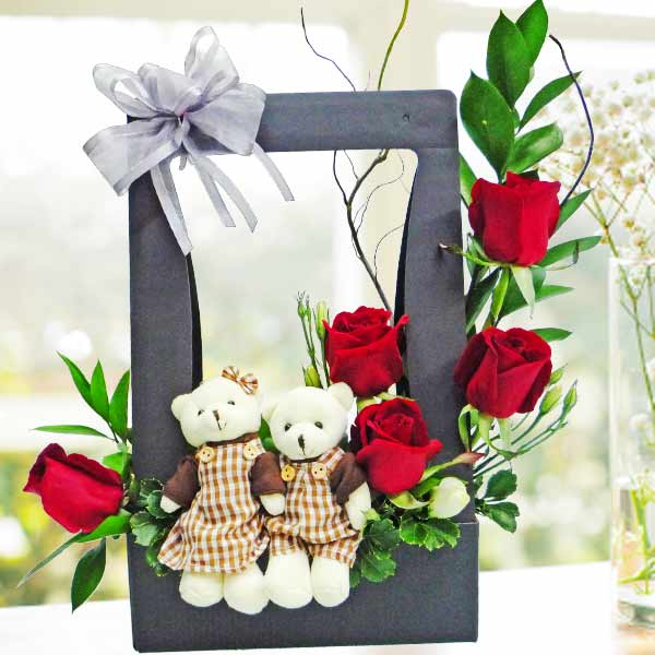 Mini Couple Bear & Red Roses Arrangement