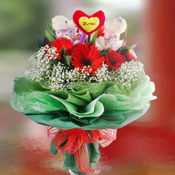 Mini Couple Bear, Gerberas & Roses Handbouquet