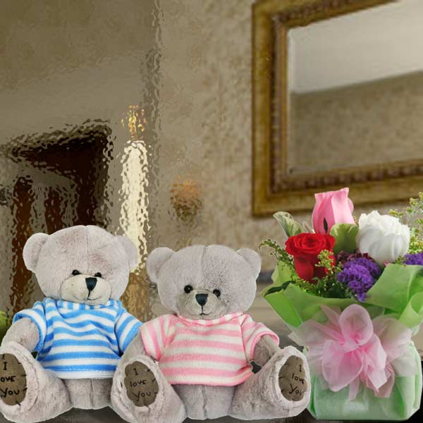 15cm Couple Bear With 3 Mixed Roses Standing Bouquet