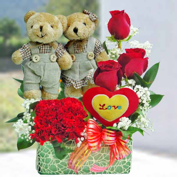 13cm Couple Bear with 3 Red Roses small table arrangement