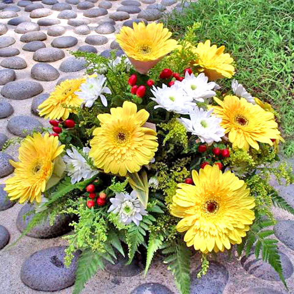 10 Yellow Gerbera all Round Arrangement