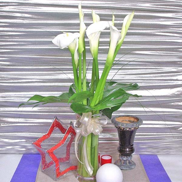 10 Calla lily With Glass Vase
