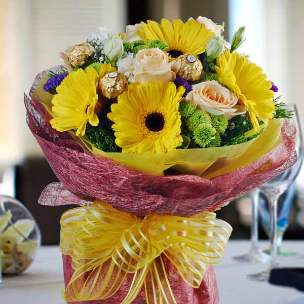 Gerbera, Champagne Rose & Rocher Bouquet