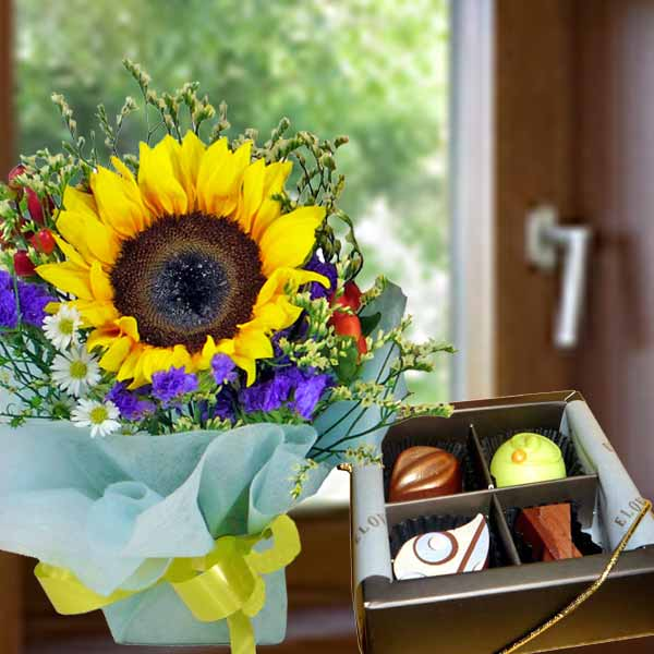 Sunflower Standing Bouquet with 4pcs Praline Chocolate