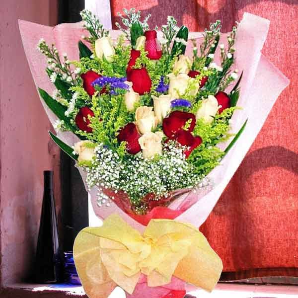 (12 Red 12 Champagne) Long wrapping Hand Bouquet