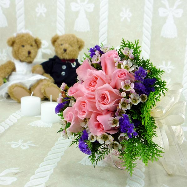 9 Peach Roses & Purple static Small Handbouquet