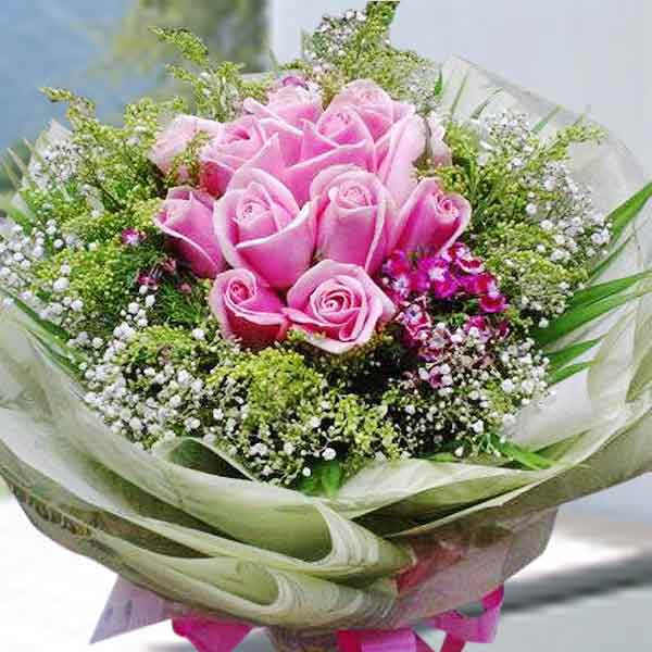 12 Sweet Pink Roses Handbouquet ( Order 1 day in advance )