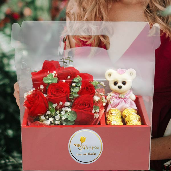8 Red Roses, Rochers & Bear in Hand Carry Gift Box
