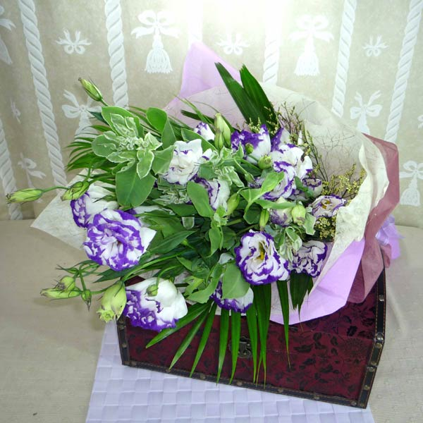Two-tone Purple Eustoma Handbouquet