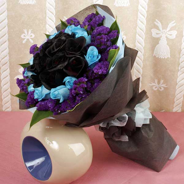 12 Black & 12 Blue Roses Hand Bouquet