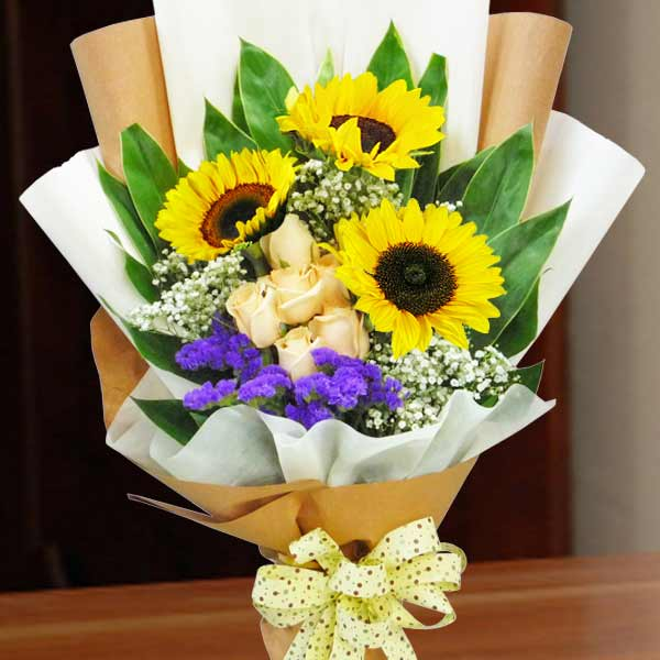 3 Sunflower and 6 Champagne Roses Handbouquet