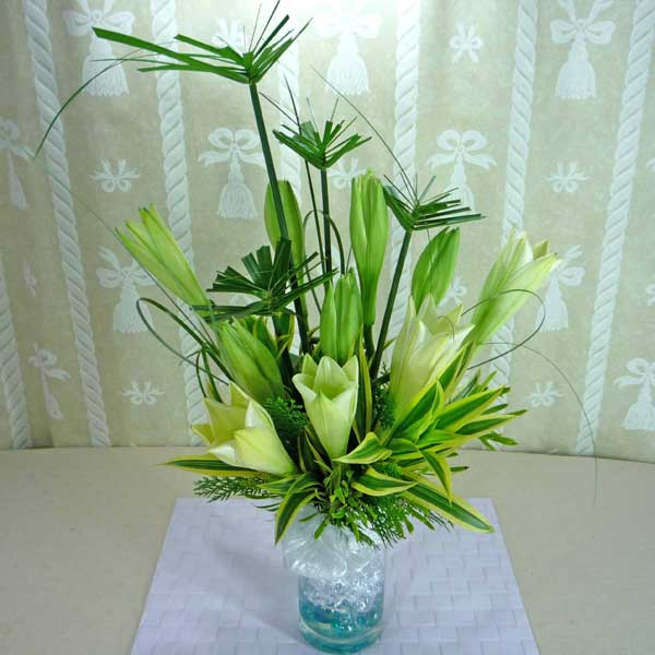 10 White Lilies In Glass Vase