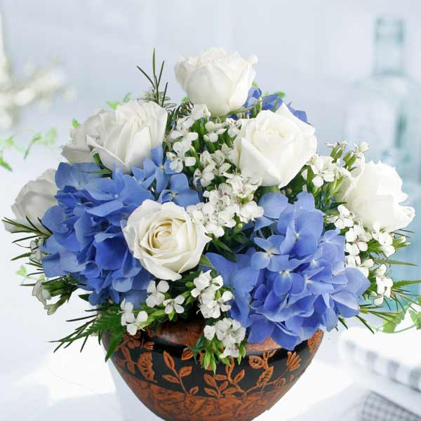 Hydrangea Flower & Roses Table Arrangement Delivery
