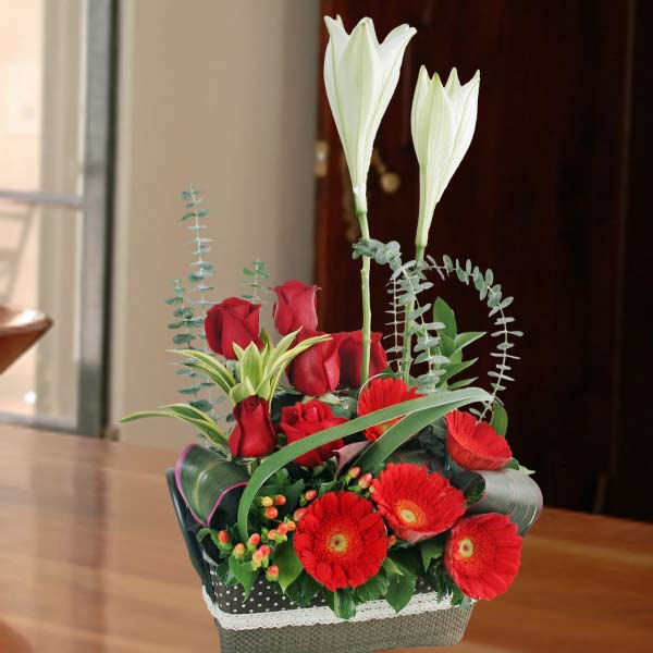 Red Roses & Lilies Flowers Arrangement