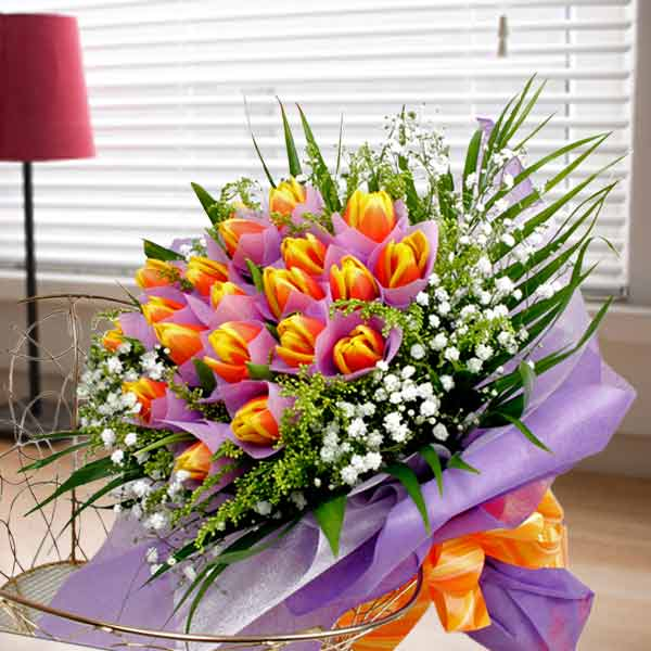 20 Tulips two-tone yellow/red Handbouquet