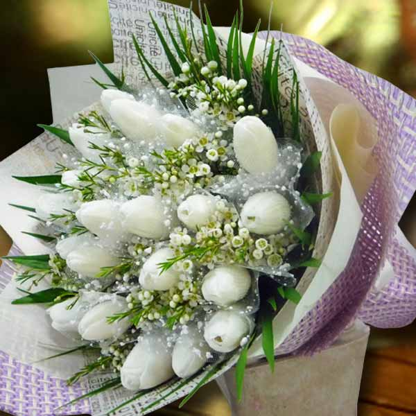 20 White Tulips Handbouquet ( Kindly order 1 day in advance )