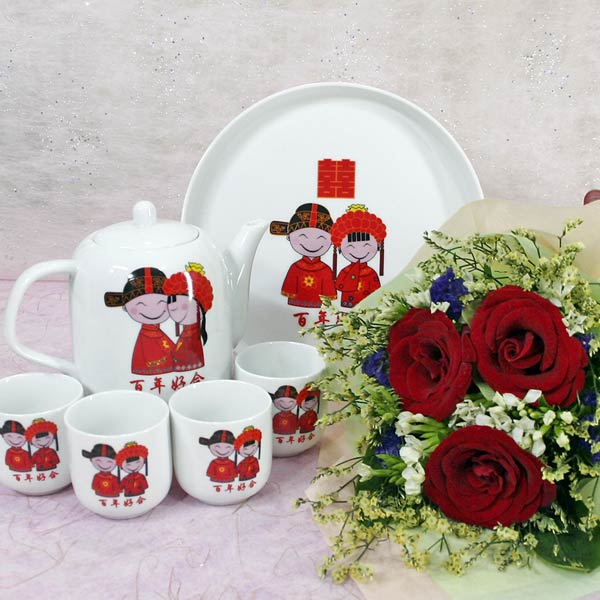 Happiness Tea Set & 3 Roses Handbouquet