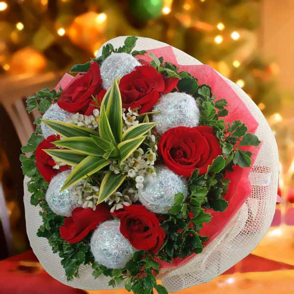6 Roses & Christmas Ball Hand Bouquet